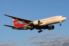 Atterrissage de Boeing 777-200 VP-BJB de lignes aériennes de Nordwind à l'aéroport international de Sheremetyevo Photographie stock