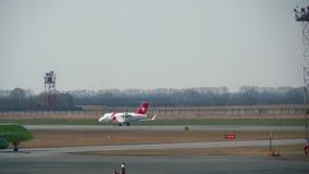 Atterrissage de Bombardier Challenger 650 banque de vidéos