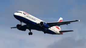 Atterrissage de British Airways Airbus A320 Image libre de droits