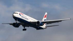 Atterrissage de British Airways Boeing 767 Photographie stock libre de droits