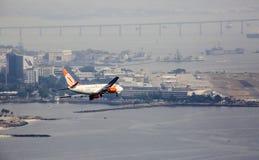 Atterrissage de GOL Aircraft en Santos Dumont Airpot en Rio de Janeiro Photos stock