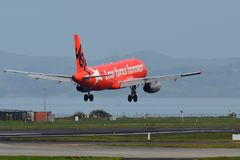 Atterrissage de Jetstar Airways Airbus A320 à l'aéroport international d'Auckland Photos stock