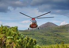 Atterrissage de l'hélicoptère vers l'île Vera - le lac jack London's Image libre de droits