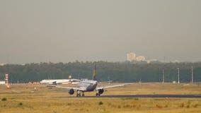 Atterrissage de Lufthansa Airbus A319 banque de vidéos