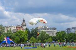 Atterrissage de parachutiste Photographie stock libre de droits