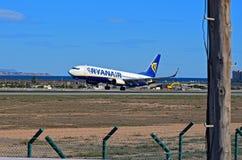 Atterrissage de Ryanair à l'aéroport d'Alicante Photos libres de droits