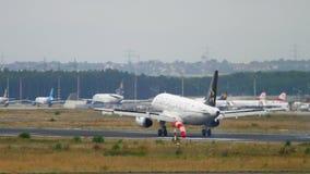 Atterrissage de Turkish Airlines Airbus A320 banque de vidéos