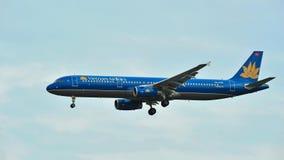 Atterrissage de Vietnam Airlines Airbus A320 à l'aéroport de Changi Photo stock