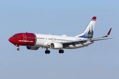 Atterrissage du Norvégien 737 Photographie stock libre de droits