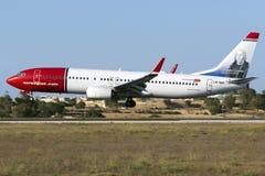 Atterrissage du Norvégien 737 Photo stock