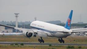 Atterrissage du sud de Boeing 777 de cargaison de la Chine clips vidéos