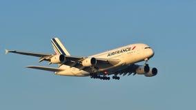 Atterrissage enorme superbe d'Air France Airbus A380 à l'aéroport de Changi Image libre de droits