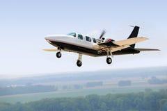 Atterrissage ou décollage d'avion Photo stock