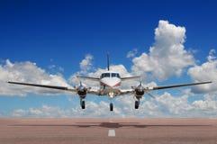 Atterrissage ou décollage d'avion de corporation Photos stock