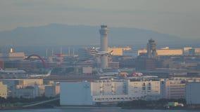 Atterrissage plat à Tokyo clips vidéos