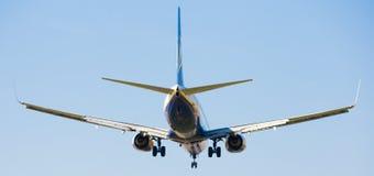 Atterrissage plat de lignes aériennes de Ryanair Images libres de droits