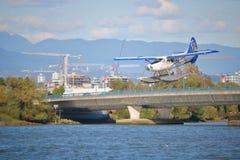 Atterrissage régional canadien d'hydravion de passager photo stock
