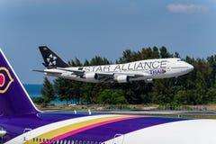 Atterrissage thaïlandais de conception d'alliance d'étoile de voie aérienne à phuket Photos stock
