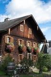 ATTERSEE SALZKAMMERGUT/AUSTRIA - SEPTEMBER 18: Sikt av en Tradi Royaltyfri Foto