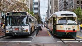 Attesa del tram e del bus in SF Fotografia Stock Libera da Diritti