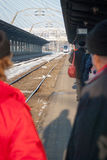Attesa del treno Fotografie Stock