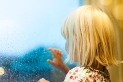 Attesa della bambina immagini stock libere da diritti