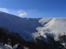 In attesa di una valanga Gamma di Borzhavsky - paesaggio di inverno fotografie stock libere da diritti