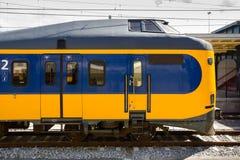 Attesa locomotiva olandese alla stazione fotografia stock libera da diritti