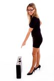 atthe briefcase pointing side view woman young Στοκ Εικόνες