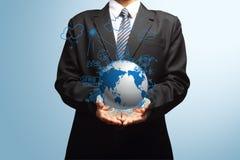 Attingere creativo di concetto di ecologia del globo della tenuta globale Immagini Stock Libere da Diritti