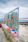 Attirails de pêche de crique de Sennen dans les Cornouailles Angleterre R-U Image stock