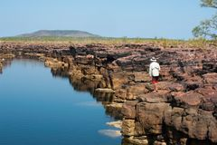 Attiri la pesca in una gola di Kimberley fotografie stock libere da diritti