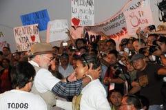 Attivista Javier Sicilia con la vittima fra la folla Fotografia Stock