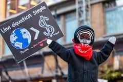 Attivisti che marciano per l'ambiente immagini stock