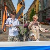 Attivisti del movimento di liberazione nazionale antioccidentale di organizzazione NLM SPb di pro-Putin, sul Nevsky Prospekt Immagine Stock Libera da Diritti