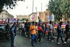 Attivisti gay ad una manifestazione in Italia fotografia stock libera da diritti