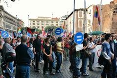 Attivisti gay ad una manifestazione in Italia immagine stock