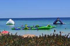 Attività acquatica di estate del campo da giuoco di divertimento della famiglia dell'acqua Immagine Stock