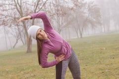 Attività all'aperto della donna sportiva di forma fisica Immagini Stock Libere da Diritti