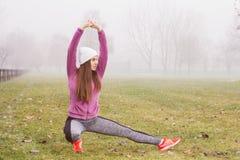 Attività all'aperto della donna sportiva di forma fisica Fotografia Stock Libera da Diritti