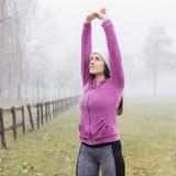 Attività all'aperto della donna sportiva di forma fisica Fotografie Stock