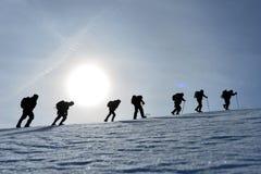 Attività & alpinismo rampicanti di inverno del gruppo dello scalatore Immagini Stock Libere da Diritti