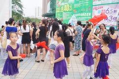 Attività cinesi della prestazione teatrale dei bambini Fotografia Stock