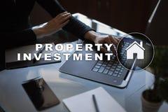 Attività d'investimento della proprietà e concetto di tecnologia Fondo di schermo virtuale immagine stock libera da diritti