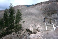 Attività della gente sui pendii del monte Merapi Fotografie Stock