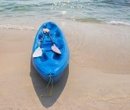 Attività della spiaggia, kayak Immagini Stock