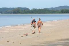 Attività turistica sulla spiaggia tropicale dell'isola di Krabi Immagine Stock