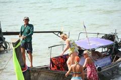 Attività turistica sulla spiaggia tropicale dell'isola di Krabi Immagini Stock Libere da Diritti