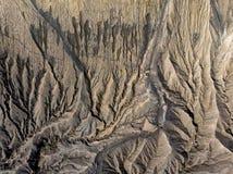 Attivo del vulcano del cratere di marrone di vista superiore strutturato immagine stock libera da diritti