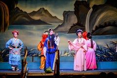 Attori che eseguono opera del cinese tradizionale sul festival di fantasma Immagine Stock
